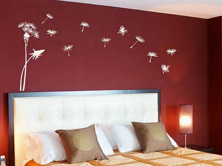 colore-pareti-camera-da-letto-bordeaux-decorazioni
