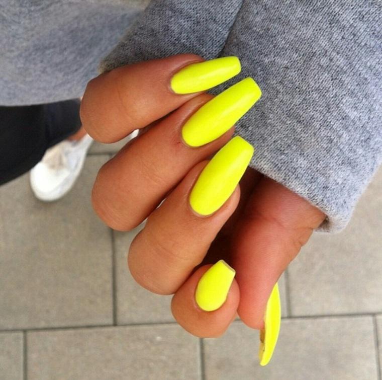 colori-unghie-giallo-limone