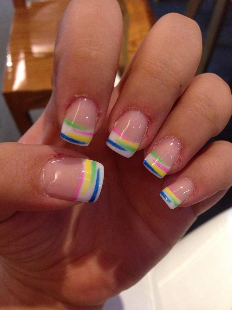 colori-unghie-idea-french-arcobaleno