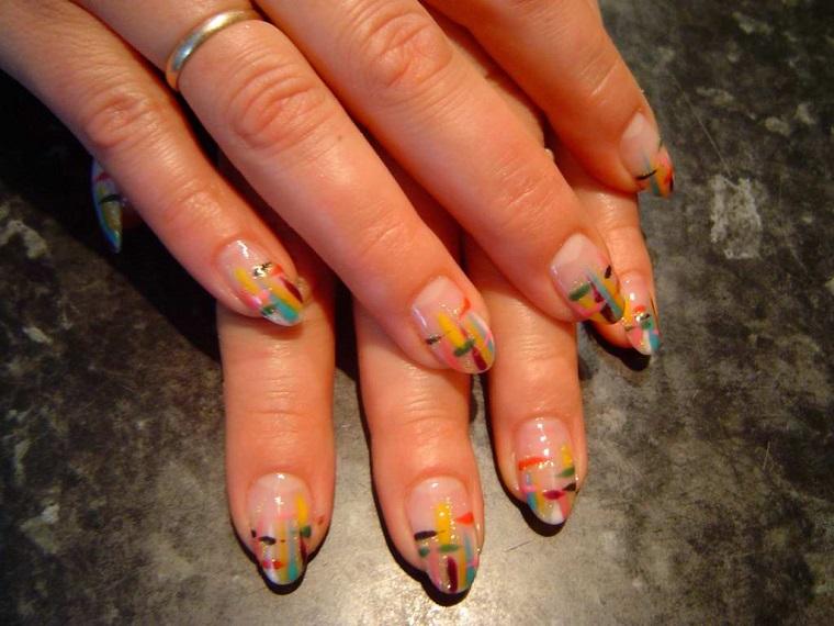 colori-unghie-proposta-disegno-righe