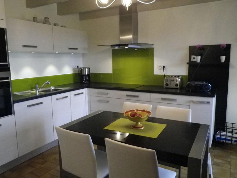cucine-ad-angolo-moderne-mobili-bianchi-verdi