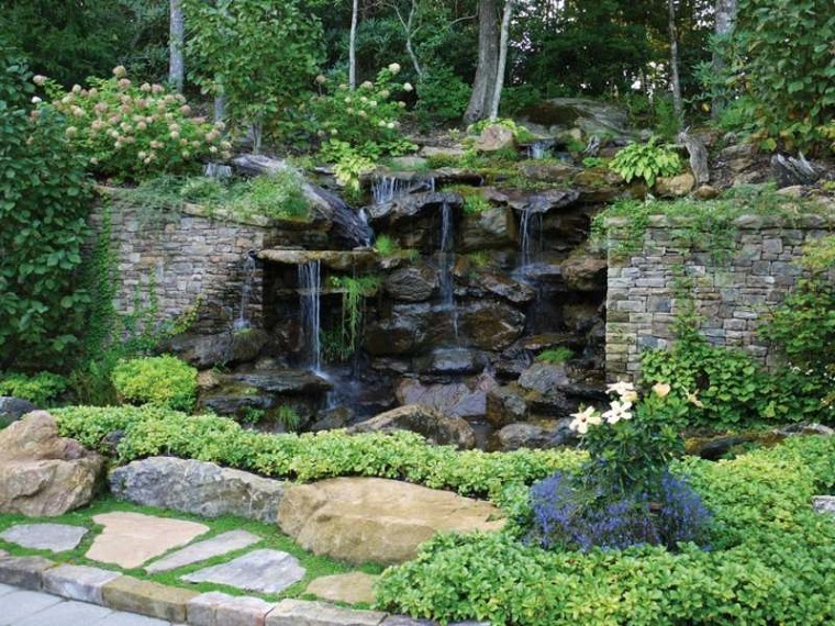 fontana-da-giardino-rocce-alberi