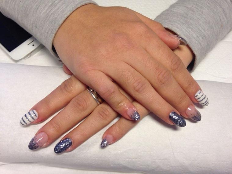 gel-manicure-blu-bianco-glitter