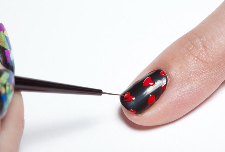 gel-manicure-cuoricini-rossi-base-nera