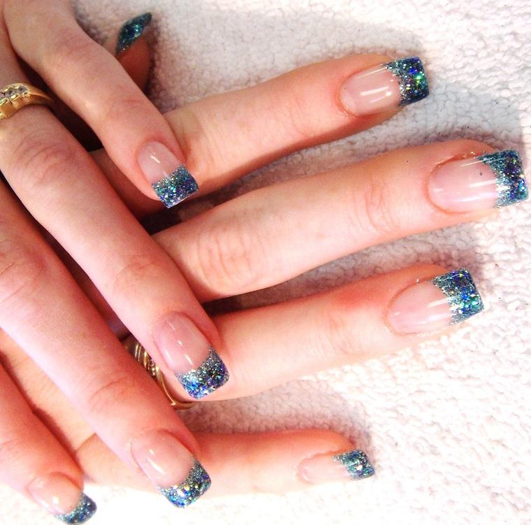 gel-manicure-french-azzurra-glitterata