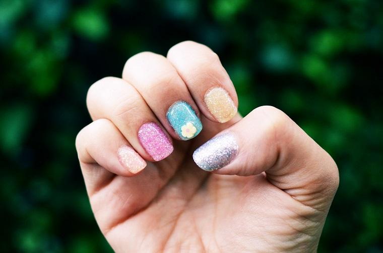 gel-manicure-glitter-tutti-colorati