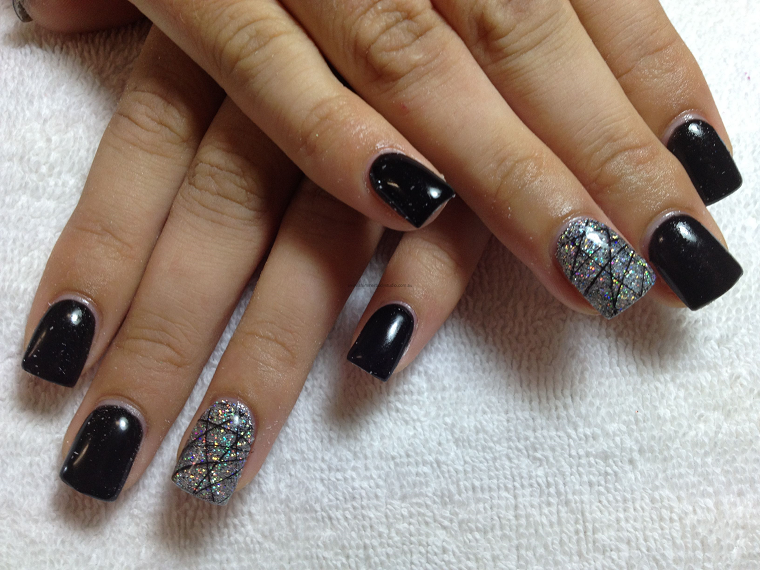 gel-manicure-idea-nero-glitter