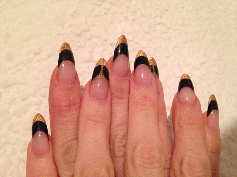 gel-manicure-idea-nero-oro