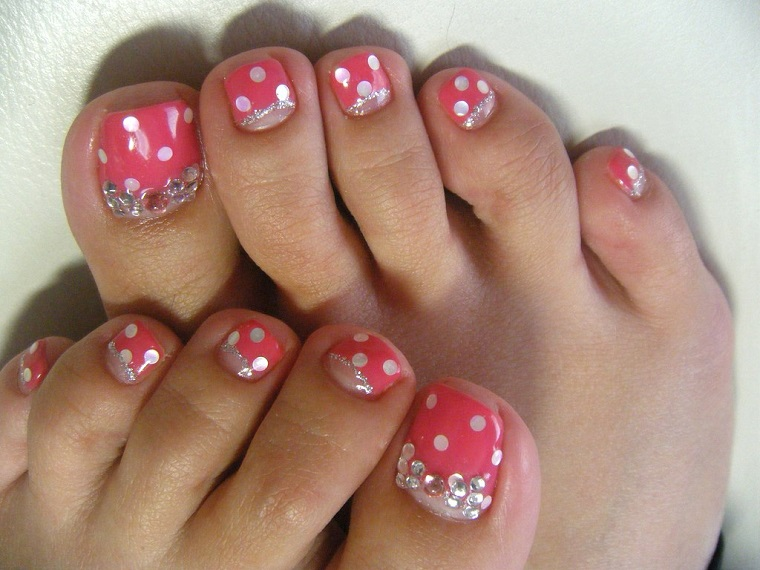 gel-manicure-piedi-pois-glitter