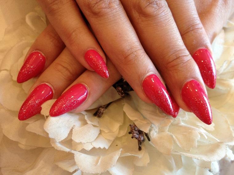 gel-manicure-rosso-decorazioni-oro