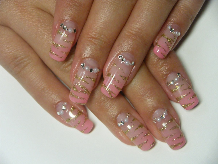 gel-nail-art-glitter-oro