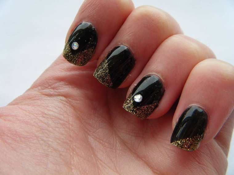 gel-nail-art-nero-brillantini