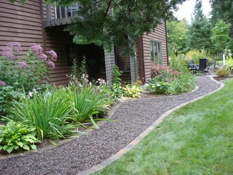Estremamente Ghiaia per giardino: 25 idee per realizzare spazi esterni  VV97