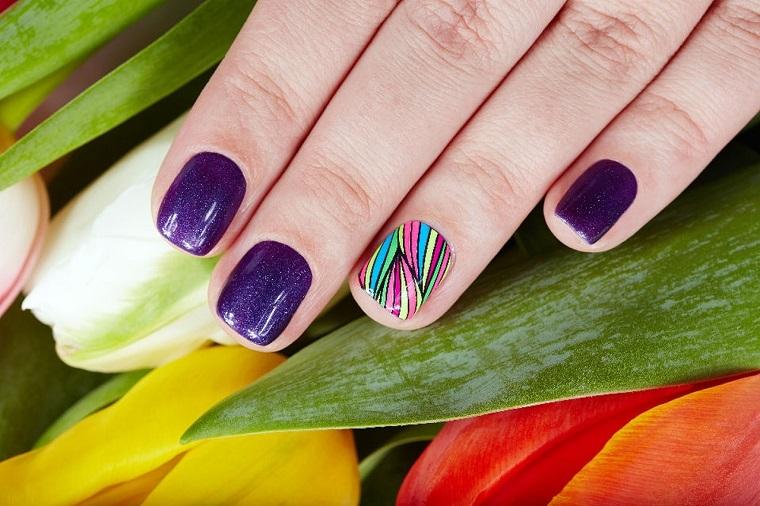 nail art gel-viola-anulare-variopinto