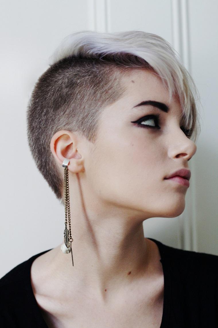 taglio-capelli-corti-lato-rasato