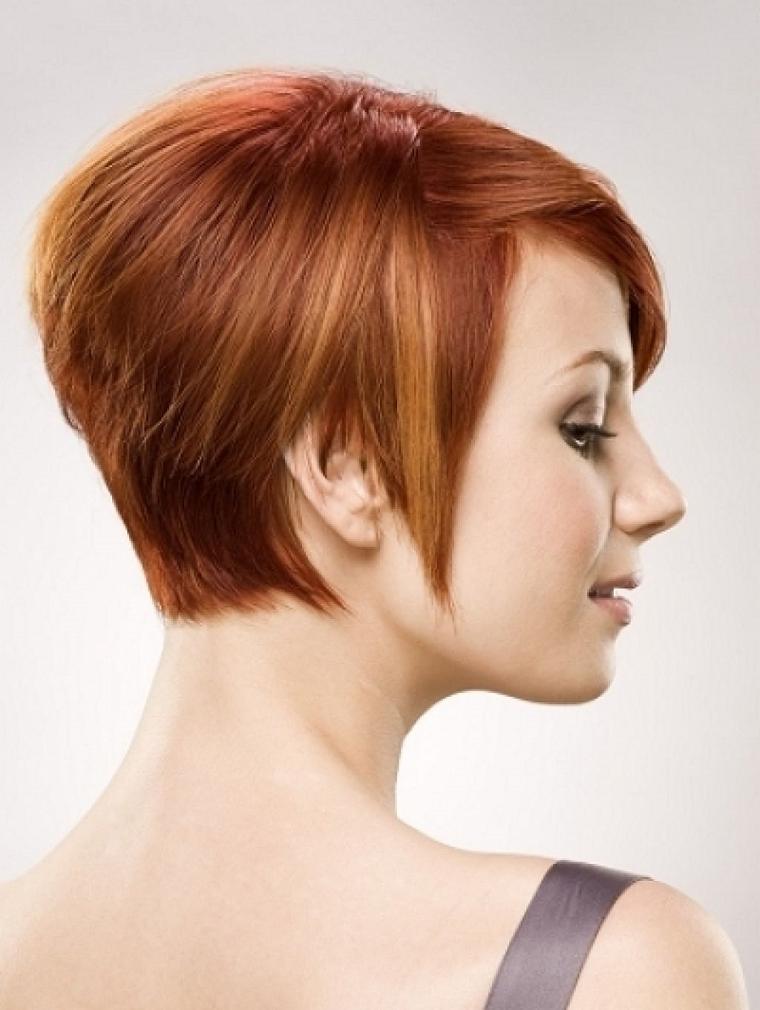 taglio-corto-donna-basetta-lunga