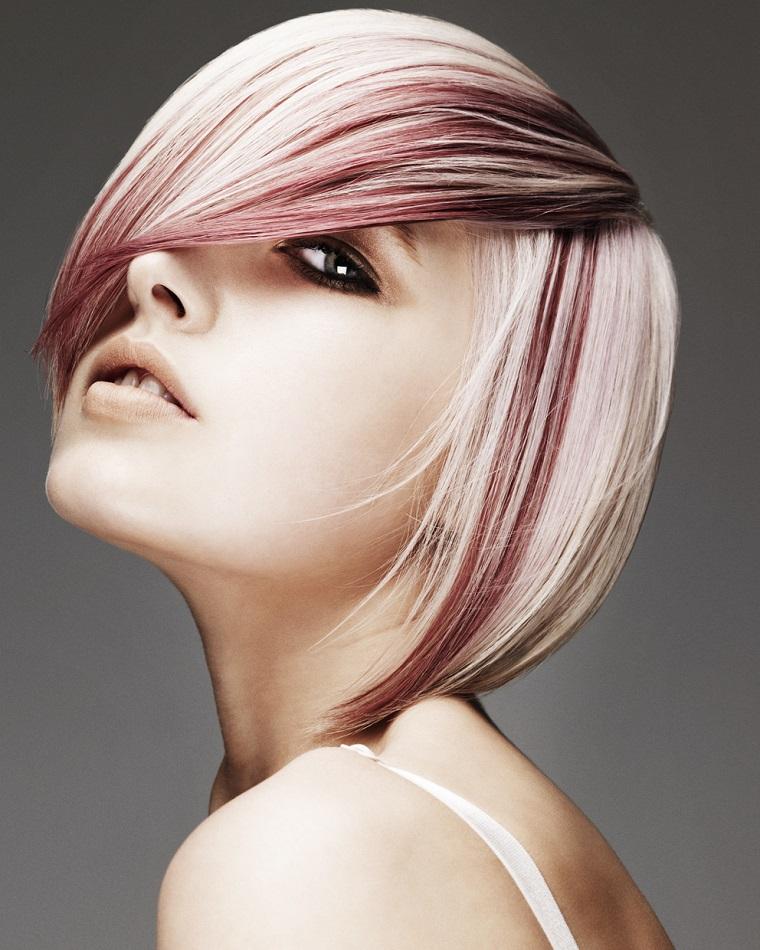 taglio-corto-donna-ciocche-rose