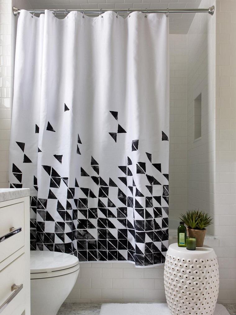 tende-per-bagno-fantasia-bianca-nera