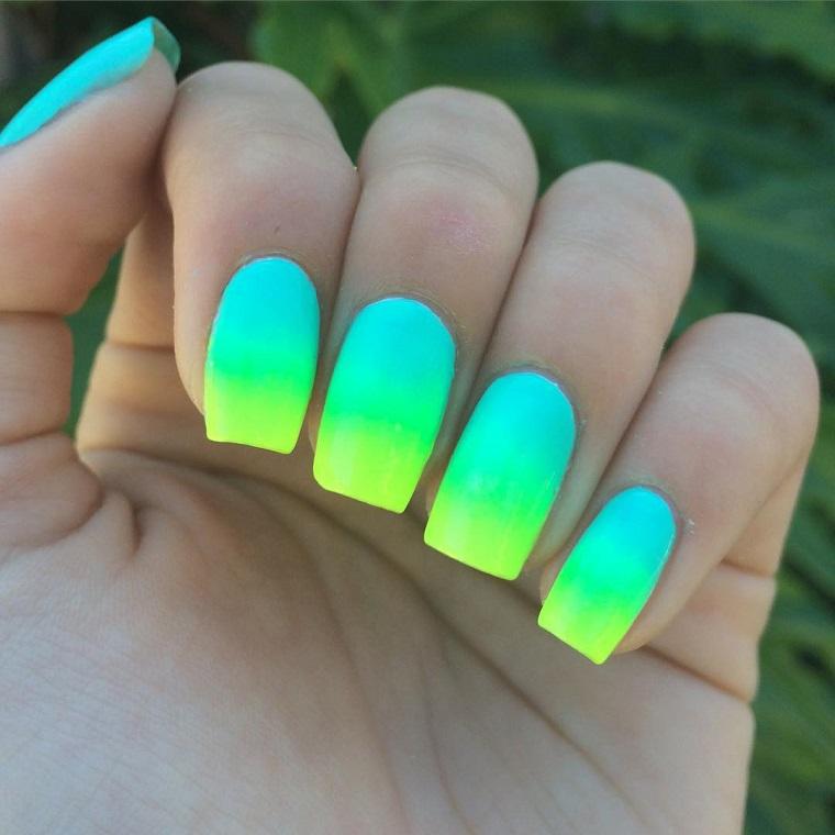 unghie-colorate-idea-degrade-azzurro-giallo