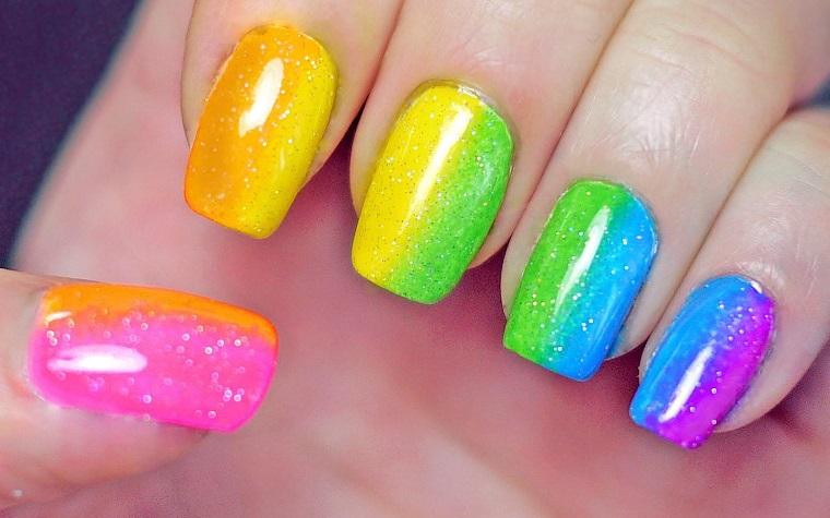 unghie colorate-idea-nuance-luminose