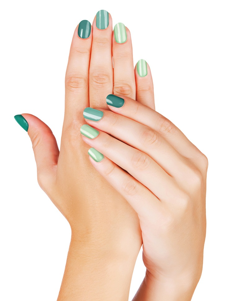 unghie-colorate-proposta-degrade-verde