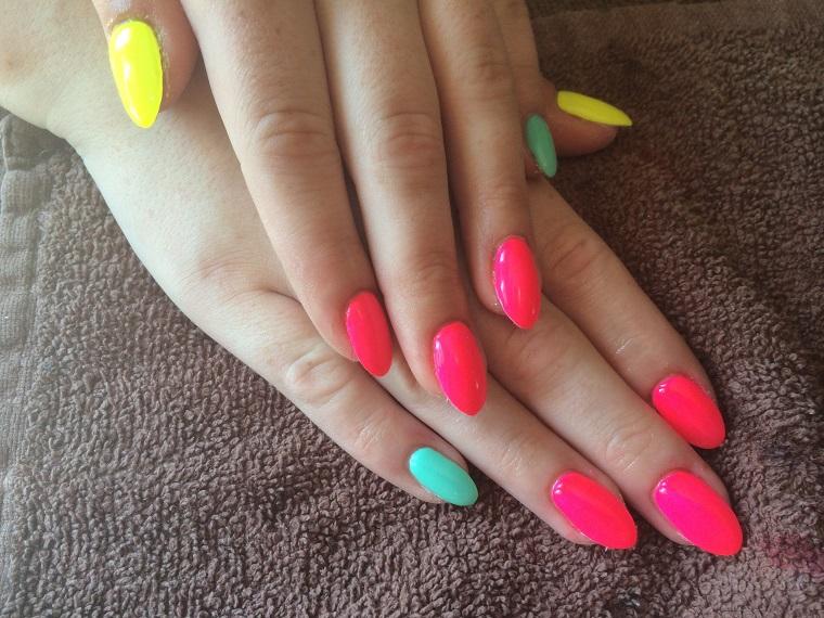 unghie colorate-proposta-variopinta