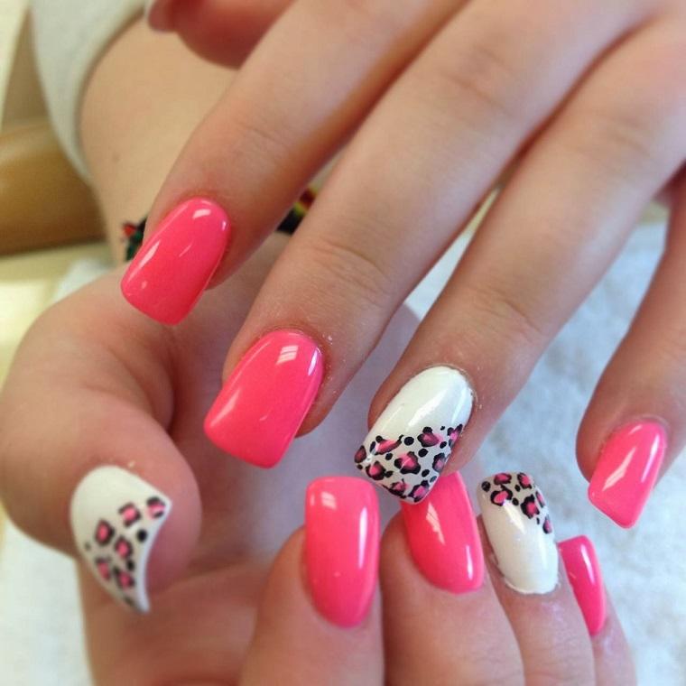 unghie-colorate-rosa-anulare-bianco-decorato