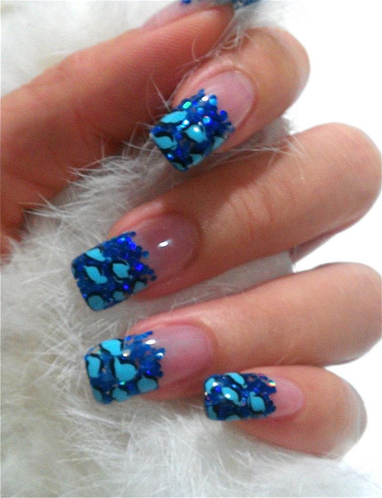unghie-gel-nail-art-blu-glitter