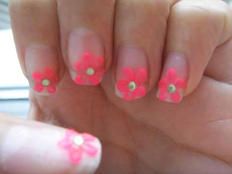 unghie-gel-nail-art-margherite-rosa