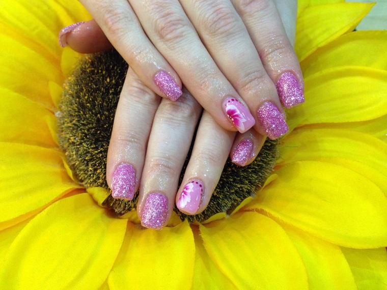 unghie-gel-nail-art-rosa-glitter