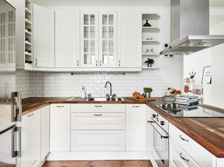 Cucina ikea bianca e legno xm16 pineglen for Immagini arredamento
