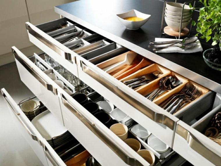 cassetti-cucina-ikea-organizzare-spazio-posate-pentole-piatti