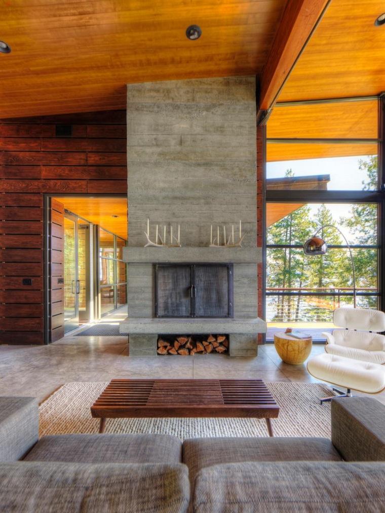 camini-in-pietra-tavolino-rettangolare-legno-divano-tessuto-soffitto-legno