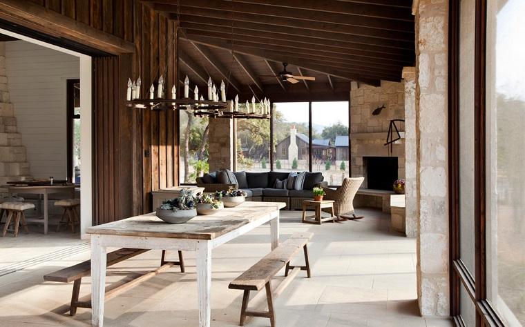 camini-rustici-soluzione-soggiorno-sala-pranzo-divano-grigio-tavolo-bianco