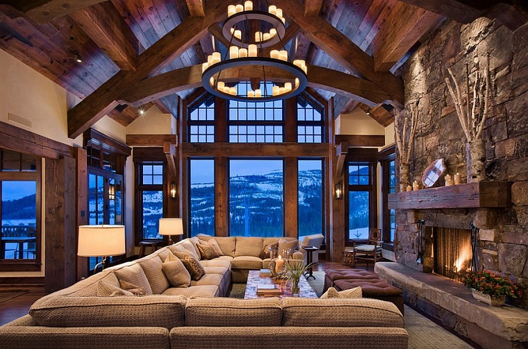 camino-rustico-pietra-divano-grande-illuminazione-design-soffitto-particolare-decorazioni