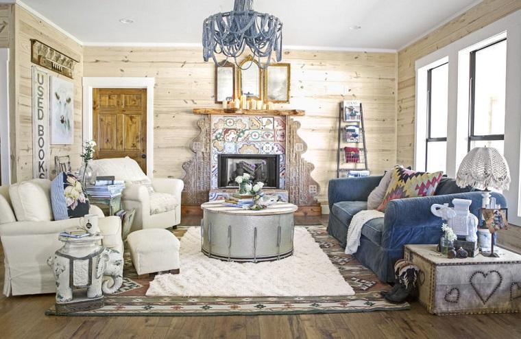 camino-rustico-soggiorno-arredamento-design-lampadario-tavolino-rotondo-salotto-particolare