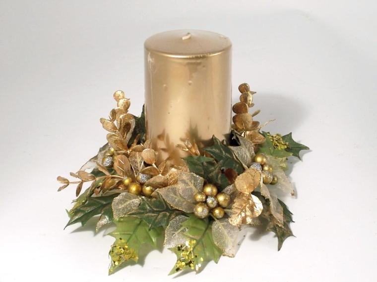 cosa-regalare-a-natale-candela-cilindro-dorata-base-molto-elegante-foglie-bacche-oro-argento