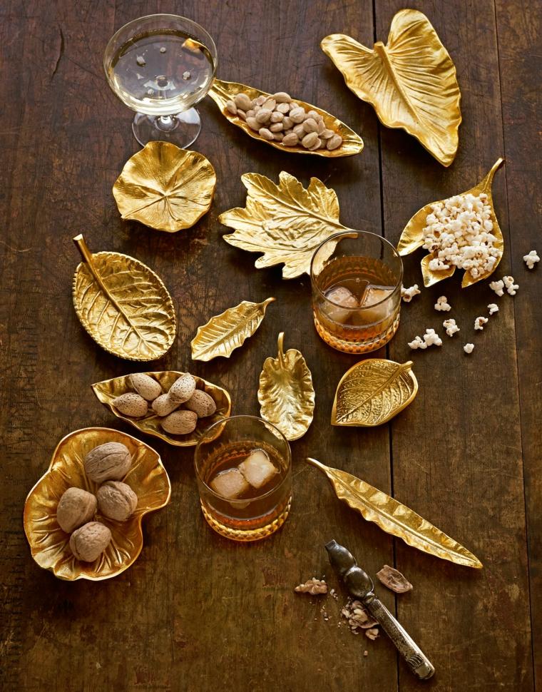 cosa-regalare-a-natale-serie-oggetti-foglie-varie-dimensioni-bicchierini-interno-cioccolatini-tutti-dorati