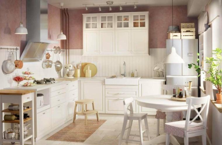 cucina-arredata-stile-country-colore-bianco-tavolo-pranzo-rotondo-piante-finestra