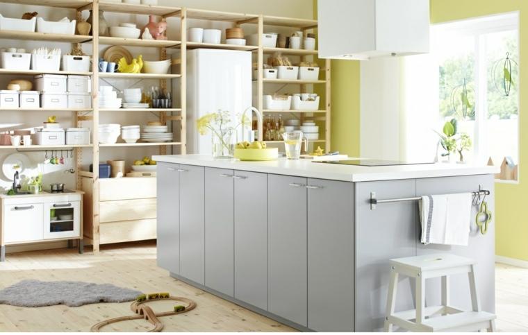 cucina-idea-storage-mensole-legno-isola-centrale-grigio-cappa-aspirante