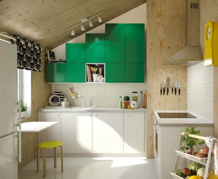 cucina-ikea-come-organizzare-mansarda-mobili-misura-accenti-colore-verde