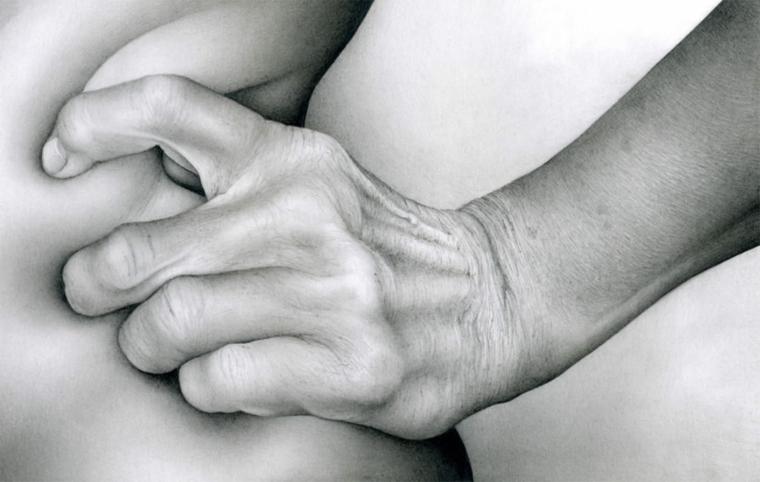 disegni-a-matita-mano-premuta-fianco-unghia-nervi-tendini-realizzati-dettagli-molto-reali
