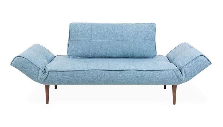 divani-blu-chiaro-piedini-legno