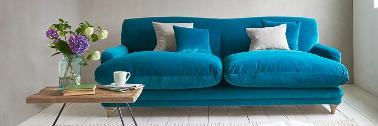 Divano blu 50 proposte per un arredamento dal classico al for Divano velluto blu