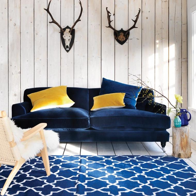 divani-blu-velluto-cuscini-gialli