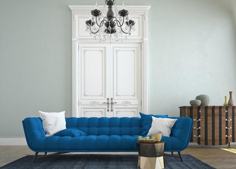 divano blu-centro-scena