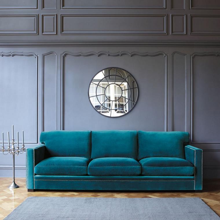 divano blu-elegante-parete-grigia