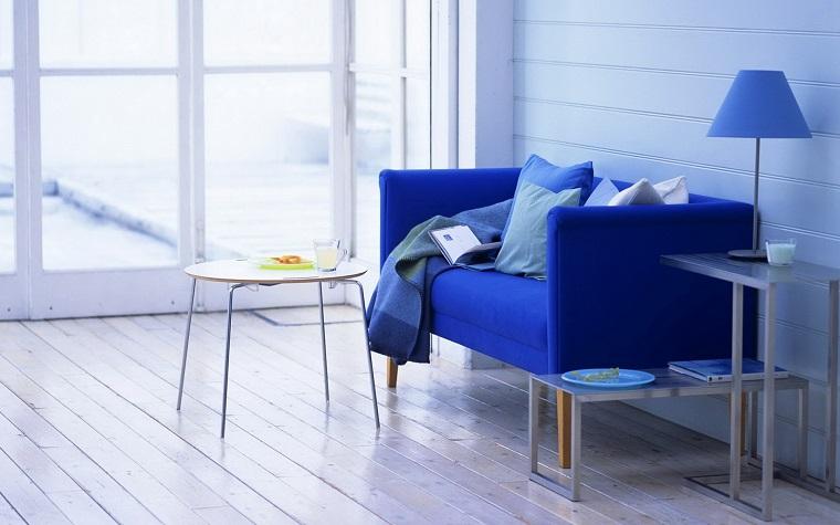 divano-blu-modello-linee-pulite