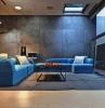 divano-blu-salotto-ampio-moderno
