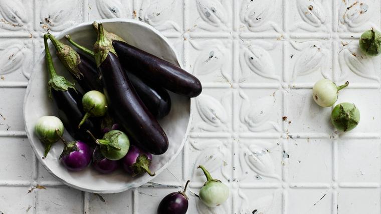 idee-primi-piatti-melanzane-colore-dimensione-piatto-porcellana-rotondo